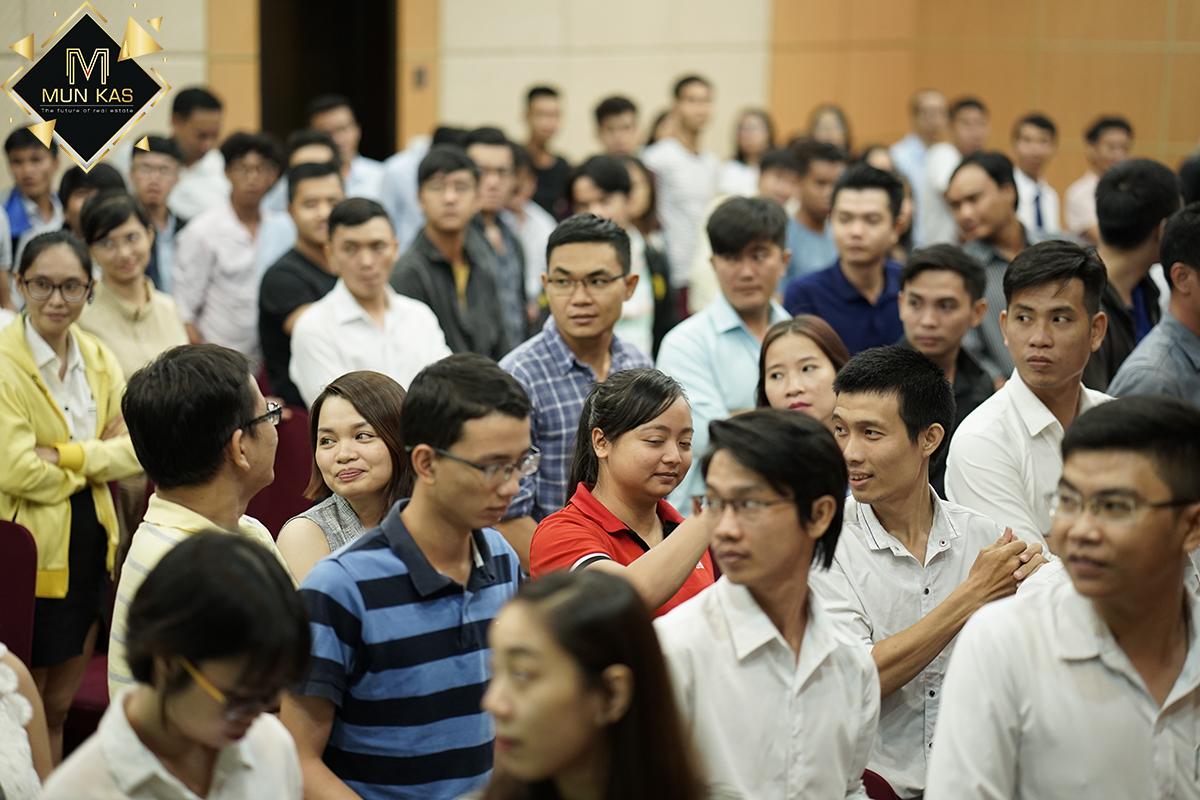 Hoạt động giauwx giờ của anh Minh quang giúp anh em thêm hứng khởi với chương trình